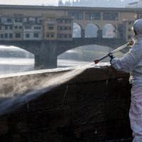 Firenze coronavirus: all'alba Alia disinfetta strade e marciapiedi