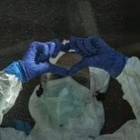 Firenze, coronavirus: il saluto dalla trincea dei medici e degli infermieri della terapia intensiva di Careggi