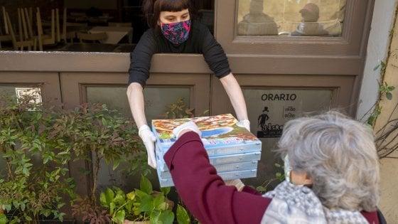 Firenze coronavirus, come batte forte il cuore solidale di San Frediano: pizza e pasta per chi non se la può permettere