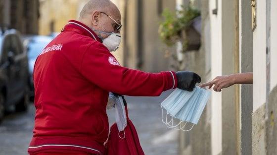 Toscana, c'è l'ordinanza: obbligatorio portare le mascherine fuori di casa