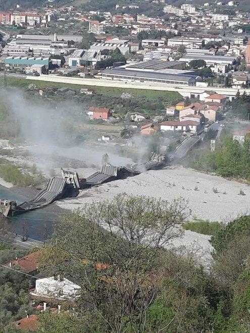 Crolla un ponte in provincia di Massa, ad Aulla