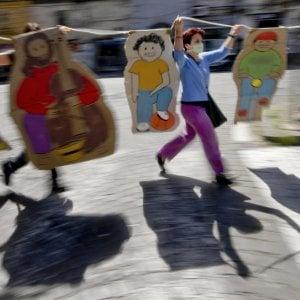 """In piazza genitori, alunni e insegnanti: """"La scuola va riaperta"""""""