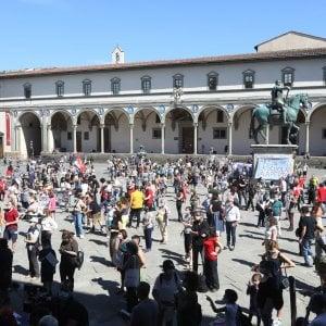 Genitori, studenti e docenti: mille in piazza a Firenze per la scuola