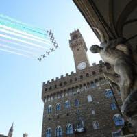 Firenze, folla al piazzale Michelangelo e sui ponti per le Frecce tricolori