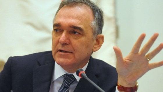 Toscana, il governatore Enrico Rossi indagato per l'inchiesta sulla Tpl