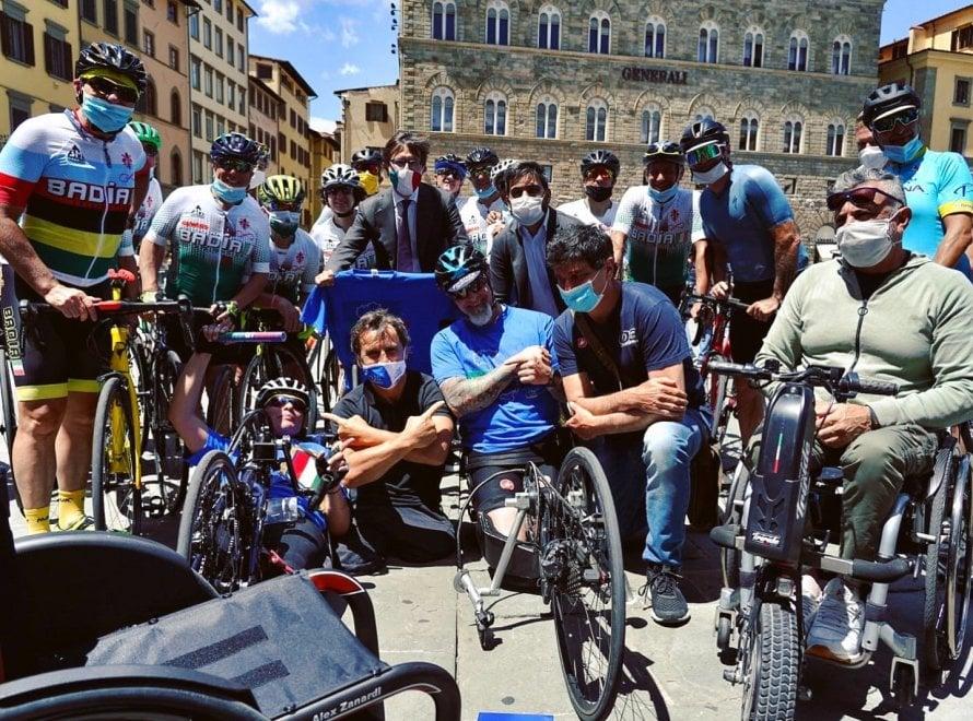 Zanardi a 'Obiettivo Tricolore', le  immagini della tappa in Toscana il giorno prima dell'incidente
