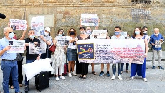 Firenze, la protesta degli albergatori in piazza