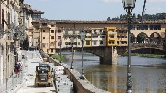 Firenze, lo strano caso del Lungarno Acciaiuoli