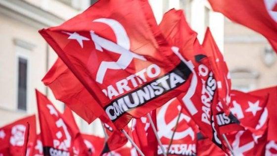"""Empoli, i """"compagni"""" contro la casa del popolo sulla bandiera comunista ammainata"""