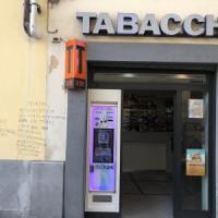 Firenze, scritta omofoba contro il tabaccaio consigliere di quartiere del