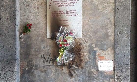 Grosseto, incendiata la corona che ricorda i partigiani uccisi a Grosseto
