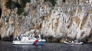 Capraia, si rovescia la barca, salvata donna incinta e una bambina
