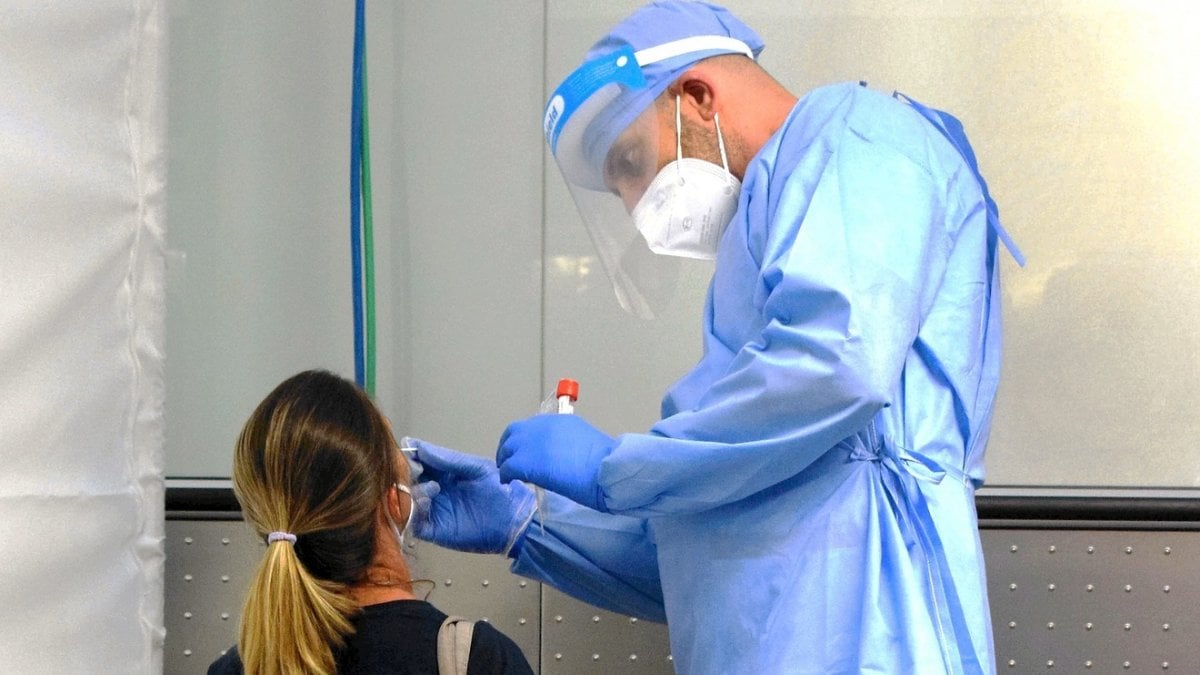 Toscana coronavirus, dal 26 agosto tamponi gratis in porti e stazioni thumbnail