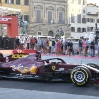 Entusiasmo e tifosi in coda in piazza della Signoria per vedere le Ferrari