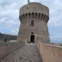La prima biblioteca di Capraia nell'antica torre di avvistamento