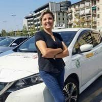 Firenze, la prima donna alla guida dei tassisti