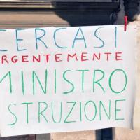 Firenze, la protesta in piazza di Usb e Noi Scuola contro la ministra Azzolina
