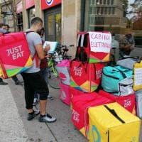 Firenze, urne in piazza per i rider che eleggono il rappresentante sindacale