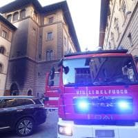 Firenze, le fiamme domate in piazza Davanzati
