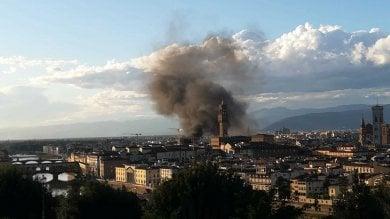 Firenze, una colonna di fuoco in centro vicino a Palazzo Strozzi   foto    Cosa resta dopo le fiamme   foto