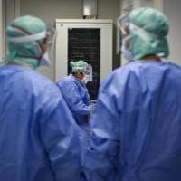 Toscana covid record, salgono casi e decessi: 906 nuovi contagi e 6 morti