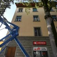 Firenze, crolla una piattaforma aerea a Gavinana: due feriti