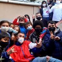Il rapper Filtro torna in classe per salvare i ragazzi dall'abbandono scolastico