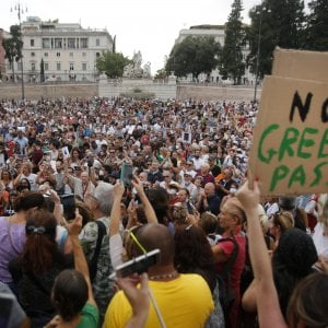 205112997 ac70af62 609a 4fb5 abe6 e4f5d97e3c60 - Green Pass, solo il 56% degli italiani ritiene che sia utile per frenare la pandemia