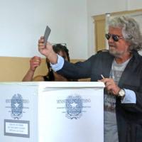 """Beppe Grillo al voto: """"Prepariamo i Maalox per noi o per gli altri"""""""