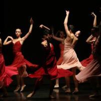 Politeama, danza, musica e ritorni,