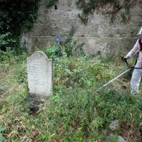 Staglieno, i volontari nella giungla delle tombe abbandonate