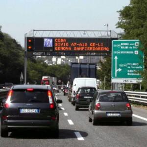 Scoppia la voglia di vacanze, lunghe code sulle autostrade