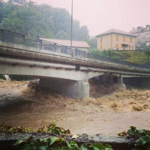 'Bomba d'acqua' su Genova. Trombe d'aria, esondazioni e ferrovie in tilt