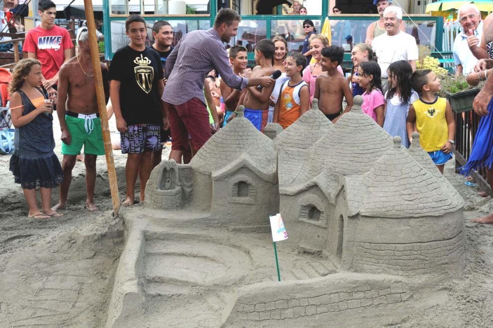 Alassio la sfida dei castelli di sabbia 1 di 3 genova for Setacciavano la sabbia dei fiumi