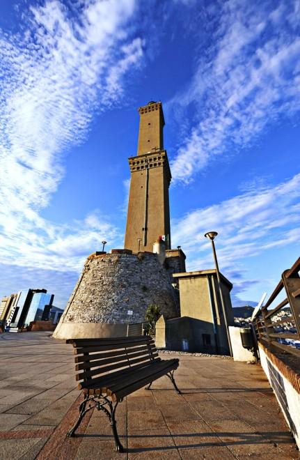 Il nuovo panorama di Genova visto dalla vetta della Lanterna
