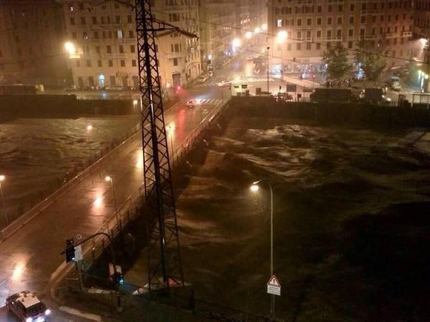 Maltempo a Genova, esonda lo Scrivia
