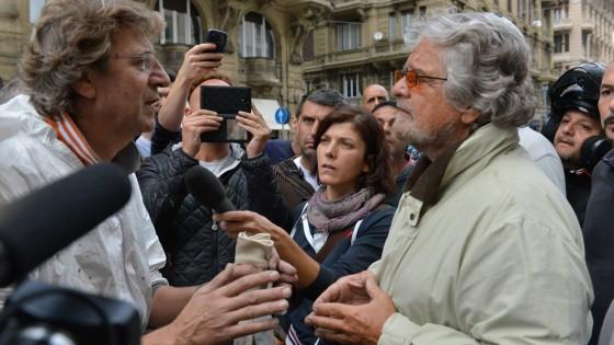 """Genova, Grillo contestato alza il tiro: """"Renzi, dimettiti"""". Napolitano: """"Inerzie locali e incurie"""""""