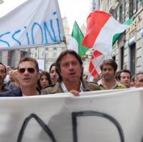Genova, tasse sospese fino al 20 dicembre,  #orabasta  in strada, De André e Baccini...
