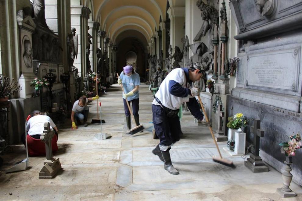 Task force per ripulire il cimitero