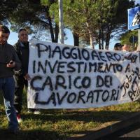 Villanova d'Albenga, Renzi alla Piaggio Aerospace, fuori voci di protesta
