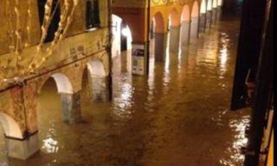 Chiavari sott'acqua, salve le donne disperse in una casa crollata a Carasco