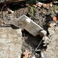 Bolzaneto, crolla il cimitero: bare e resti nel fiume
