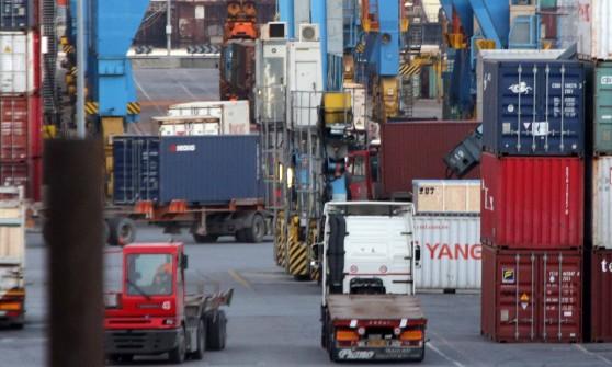 Omessi controlli a container radioattivi,tre arresti in porto