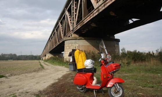 Vespista da Guinness, 16 mila km sul sellino e l'arrivo è a Celle Ligure