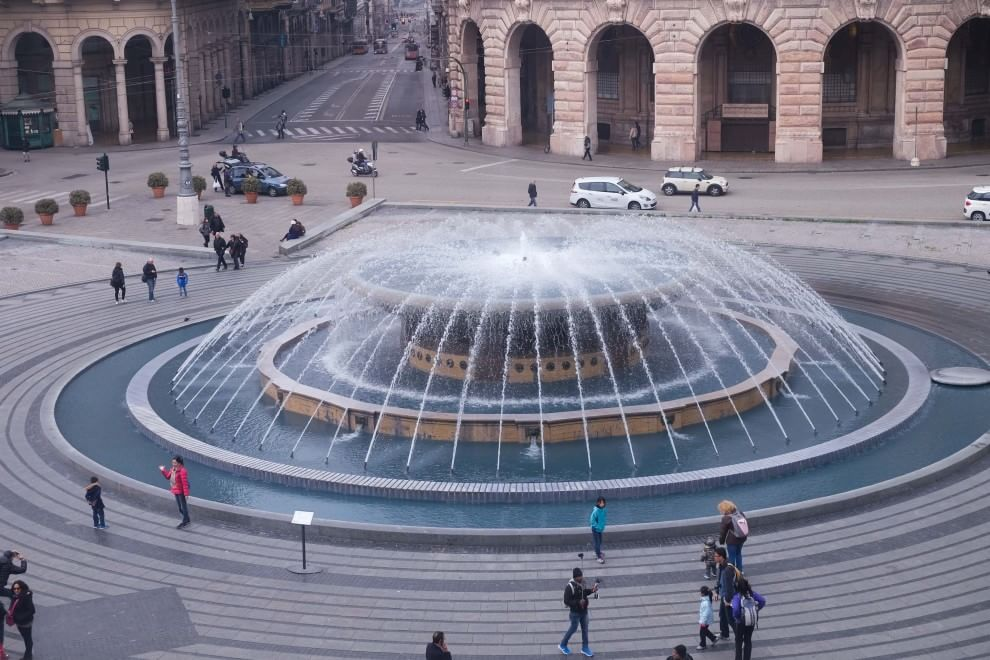 La fontana in lilla contro anoressia e bulimia