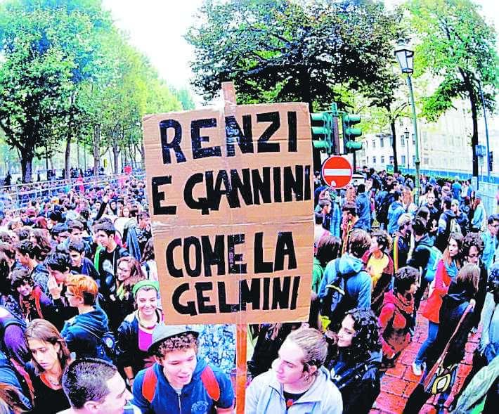 """L' """"Altra scuola"""" scende in piazza Studenti e prof contro la riforma"""