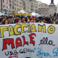 Genova, 'la buona scuola siamo noi', il dragone apre il corteo