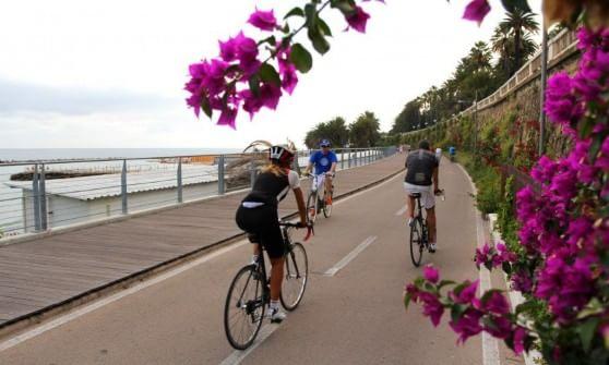 Il Giro sulla pista ciclabile, e Sanremo dà l'addio al cemento