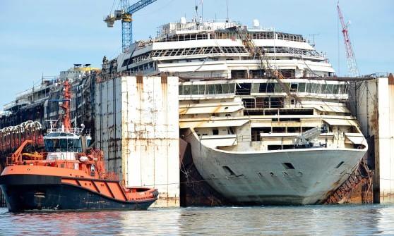 Concordia, addio al molo di Prà per l'ultimo viaggio