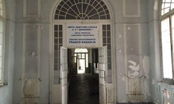Quarto, il tempo si è fermato  nell'ex ospedale psichiatrico vuoto e degradato